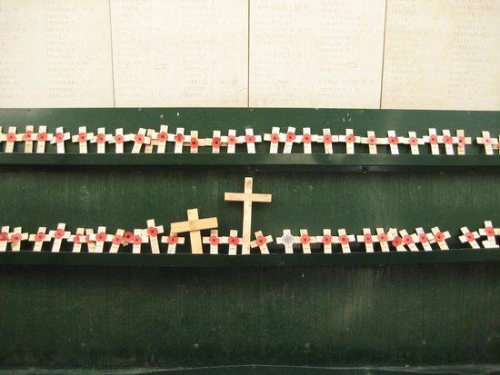 Menin Gate Memorial : Memorial Crosses