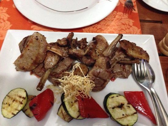 A Casa do Vizinho: Mixed grill, cooked perfectly to our request.