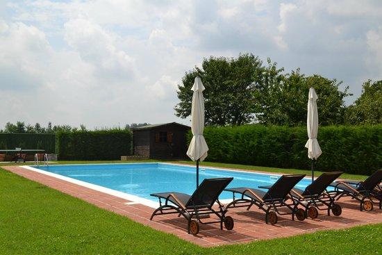B&B La Taupiniere: vista piscina