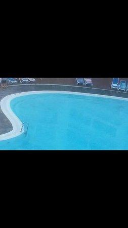 Globales Tamaimo Tropical : dirty inside pool