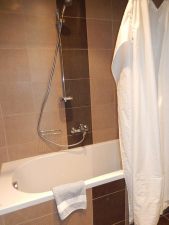 Hotel Blue Dream Palace: Badewanne/Dusche