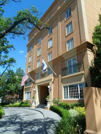 Hampton Inn New Orleans - St Charles Ave / Garden District: Front of the hotel