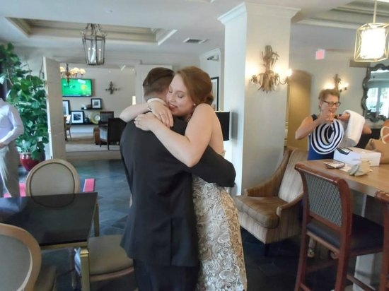 Hampton Inn New Orleans - St Charles Ave / Garden District: When Jeff first saw his bride!