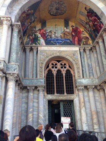 Basílica de San Marcos: Church