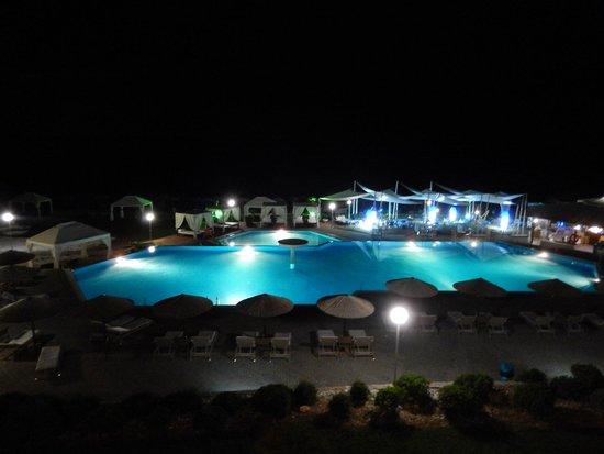 Hotel Blue Dream Palace: Poolanlage bei Nacht
