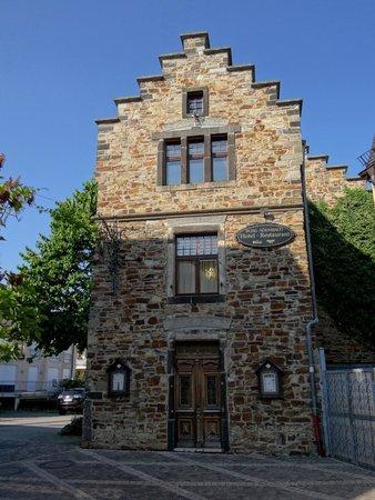 Burghotel Adenbach: Seitenfassade