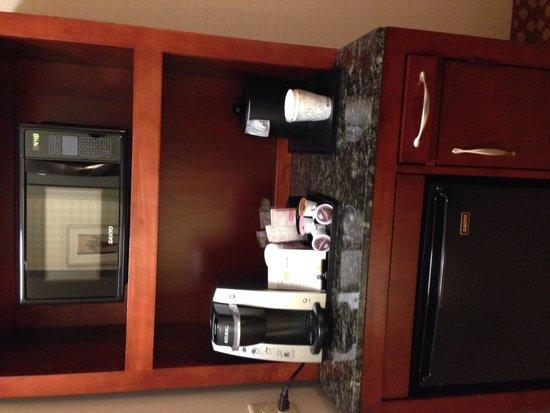 Hilton Garden Inn Colorado Springs Airport: Microwave
