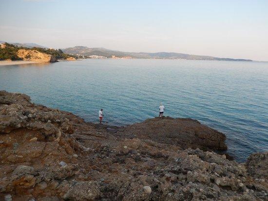 Hotel Blue Dream Palace: Blick vom Felsen aufs Meer