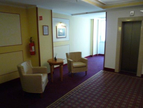 Renaissance Naples Hotel Mediterraneo: couloir hôtel 5e étage