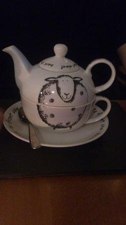 Black Sheep Bistro: Cute tea set!