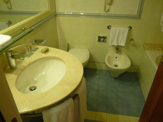 Renaissance Naples Hotel Mediterraneo: salle de bains