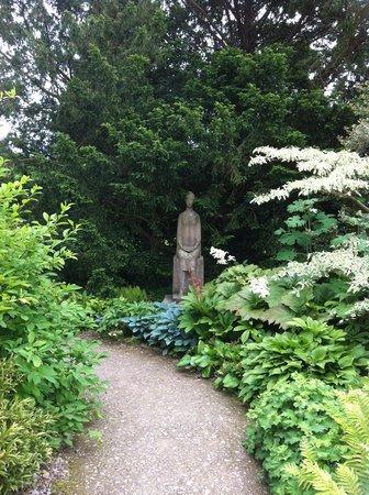 Waterperry Gardens: Tranquil walk