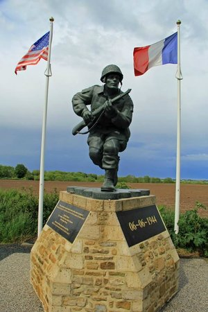 OverlordTour : Memorial to Dick Winters of Easy Company