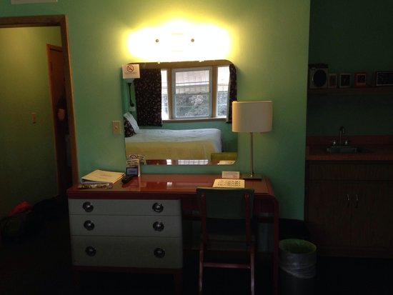 Holiday Music Motel: Dresser