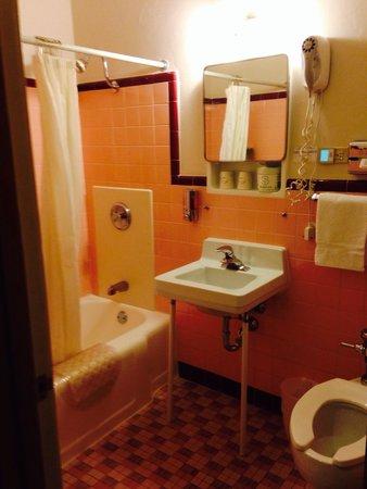 Holiday Music Motel: Bathroom