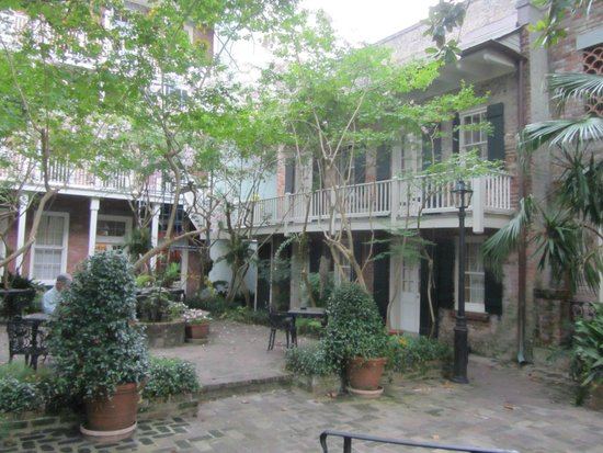 Place d'Armes Hotel : Courtyard