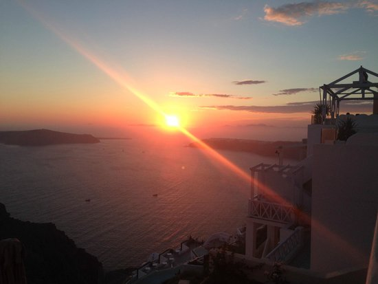 Mezzo Restaurant: excellent view with a beautiful sunset.
