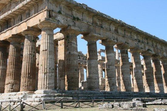 Templi Greci di Paestum: Greek temple