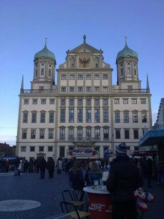 Augsburger Rathaus: Rathausplatz
