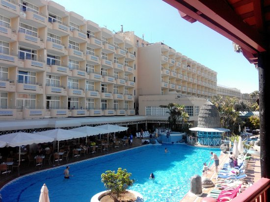 IFA Catarina Hotel : vue de la piscine