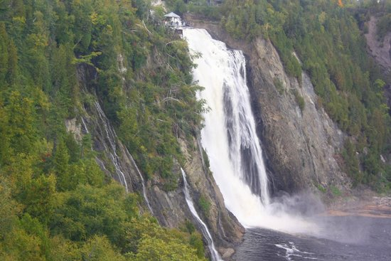 how to get to montmorency falls park from quebec city