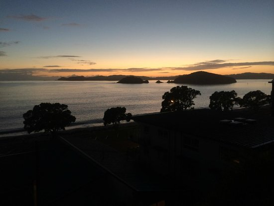 Blue Pacific Apartments Paihia: Paihia sunrise from balcony