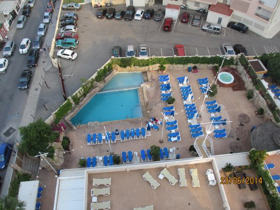 Hotel RH Victoria: view of the pool on our first week