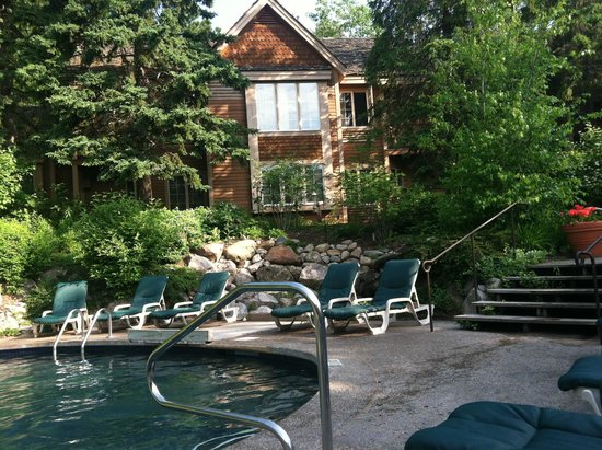 The Homestead Rooms In Fiddlers Cover Facing Small Pool