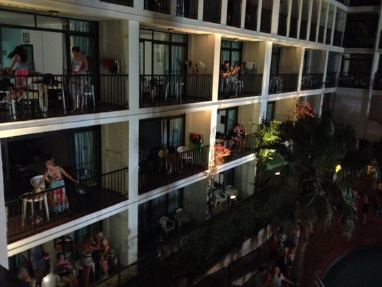 Ibiza Rocks Hotel: Everyone dancing on their balconies fantastic vibe at the Example gig!
