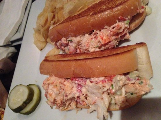 Dog Tooth Bar & Grill: Lobster roll!