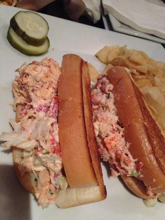 Dog Tooth Bar & Grill : Lobster roll!