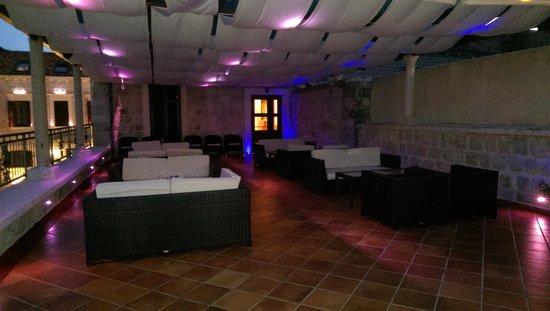 Hotel Kazbek: Outdoor terrace bar on 1st floor