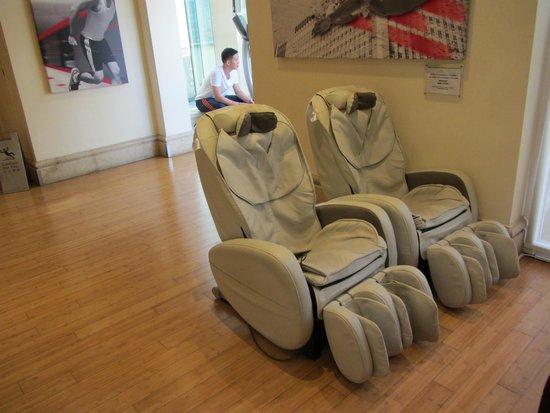 Eaton, Hong Kong: Massage Chairs