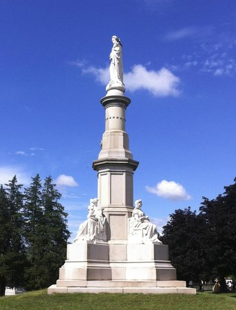 Gettysburg National Cemetery: The Soldiers National Cemetery Memorial on the site of Lincoln's address
