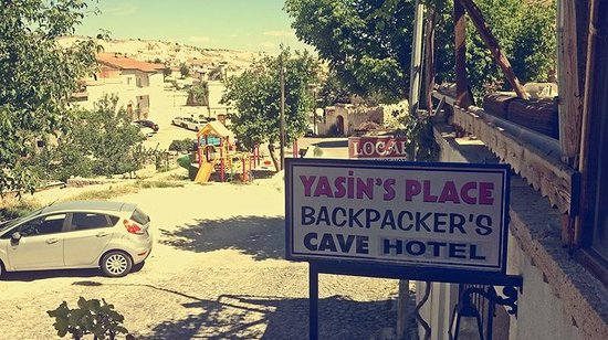 Yasin's Place Backpackers Cave Hotel: surrounding