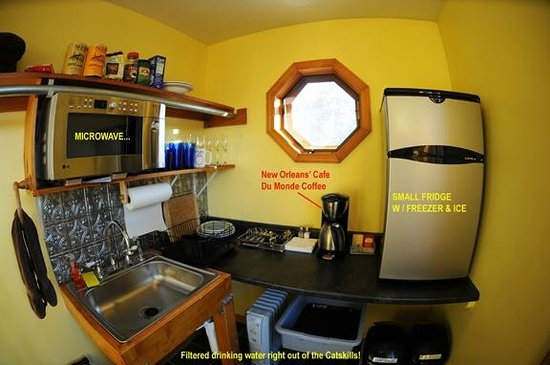 The Grouse House Bed and Breakfast: In Suite Kitchenette - W Self Serve Continental Breakfast