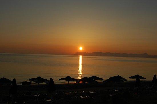 Alexandra Beach Resort: Soloppgang over Alexandra Beach