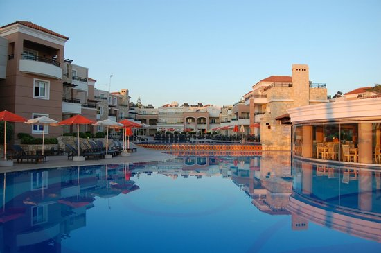 Alexandra Beach Resort: Imponerende bassengområde