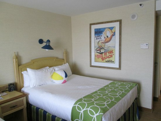 Disney's Paradise Pier Hotel: Bed in room