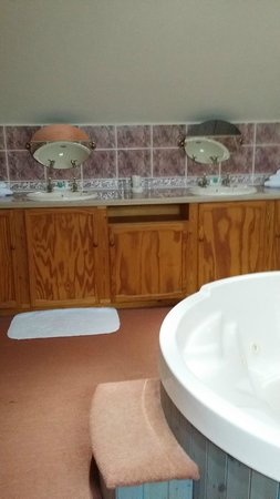Kirkby House Hotel: his and hers sinks