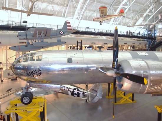 Smithsonian National Air and Space Museum Steven F. Udvar-Hazy Center : Enola Gay