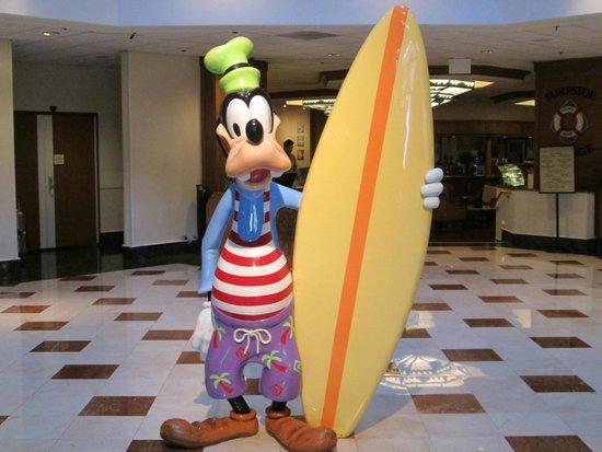 Disney's Paradise Pier Hotel: Front Lobby