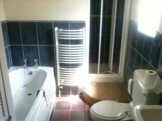 Dawyk Beech: clean bathroom