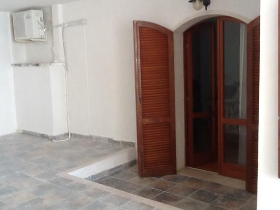 Hotel Villa Scapone: terrazza coperta con nido sopra porta-finestra