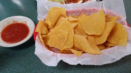 Los Comales Mexican Restaurant : first thing on the table