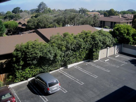 Best Western De Anza Inn: Parking lot in back