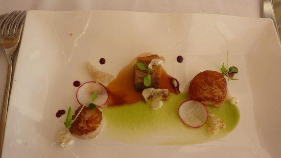 Restaurant Bugenvila: Scallops and pork belly starter