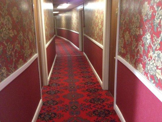North Euston Hotel: 2nd Floor corridor