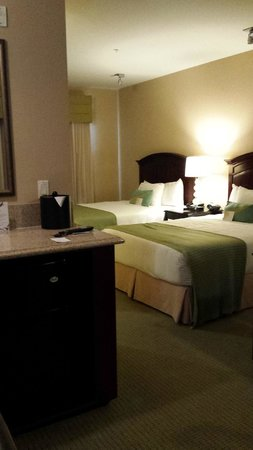 Ayres Hotel & Spa Mission Viejo : 2 Queen bed room (Costs Extra for two beds)