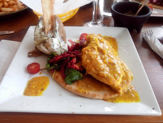 The Chef House Restaurant : Chicken with curry and mango sauce